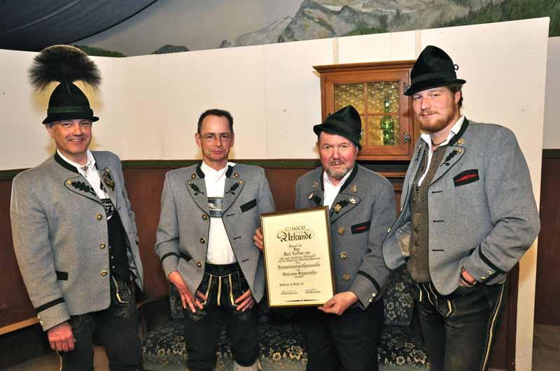 Karl Leitner 2.v.re. wird 2012 Ehren-Schützenmeister